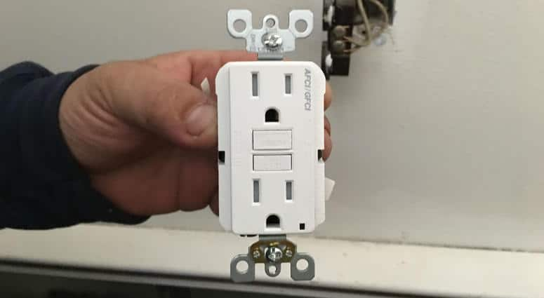 AFCI protection outlet receptacle