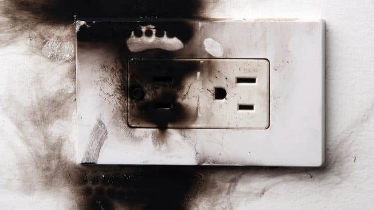 Signs-Electrical-Problems-at-Home